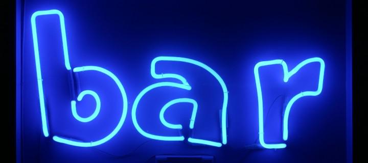 синяя неоновая вывеска