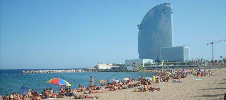 """вид на пляж Барселоны и отель """"W"""""""