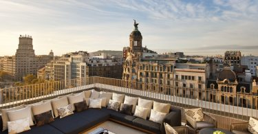 вид на Барселону с террасы отеля
