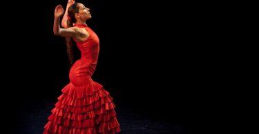 танцовщица фламенко в красном платье