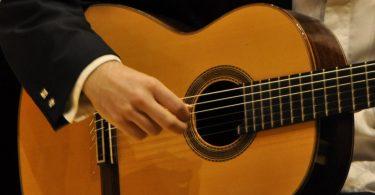 игра на классичекой гитаре