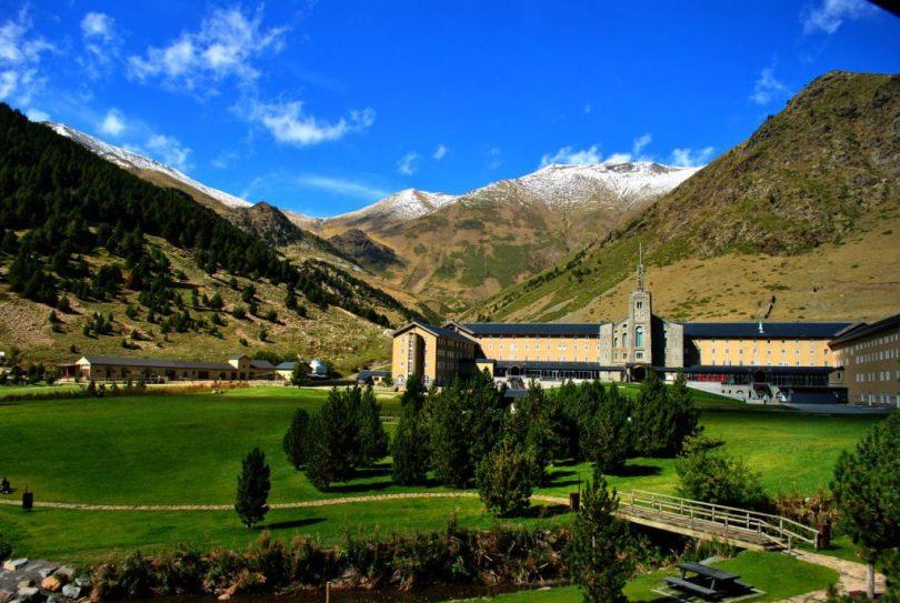Валь де Нурия, безмятежная долина Каталонии, долина Святой Нурии
