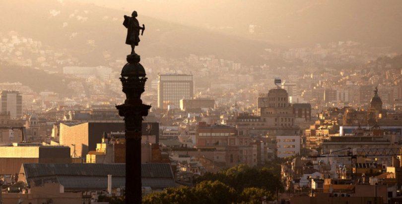 панорамный вид на Барселоны на закате