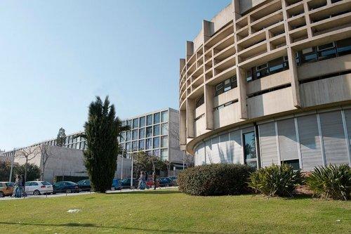 факультет экономических наук в Университете Барселоны