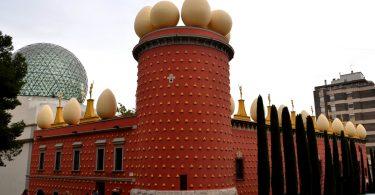 фасад музей Дали в Фигерасе
