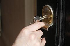ключ открывает дверь