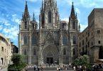вид на готический собор в Барселоне