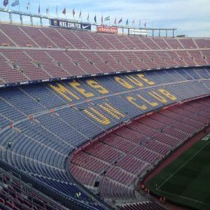 пустой футбольный стадион ФК Барселона