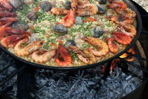 блюдо паэльи с морепродуктами
