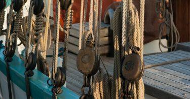 канаты на лодке