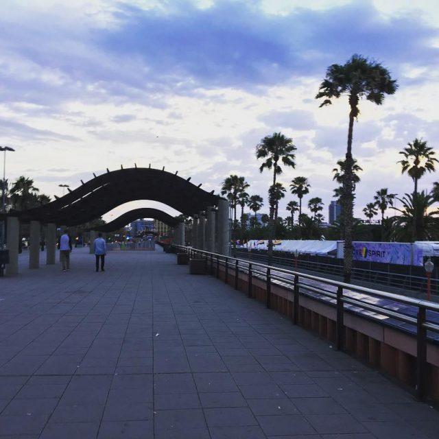 Un bonito amanecer en Barcelona barcelonacity barcelona bcn world landscapehellip