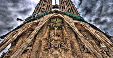 фасад Собора Святого Семейства в Барселоне