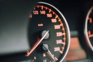 спидометр на машине