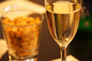 шампанское и орешки