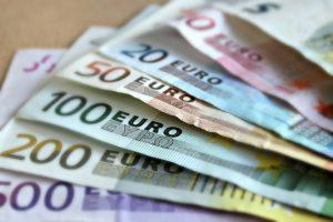 несколько евро купюр