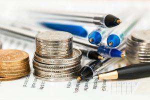 ручки и монеты