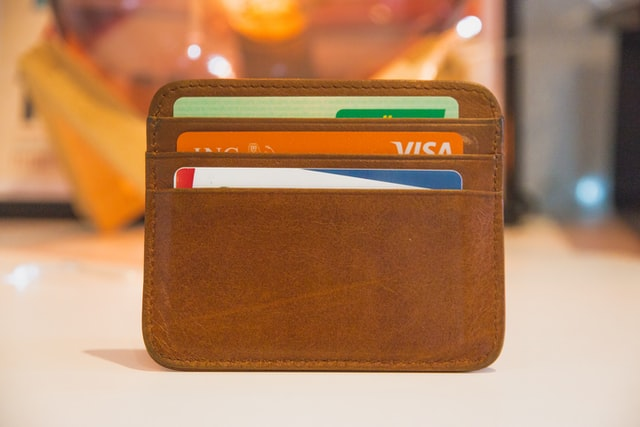 коричневый колышек с карточками