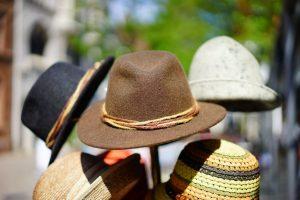несколько шляп