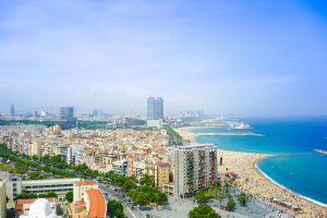 вид на Барселону и на порт с канатной дороги