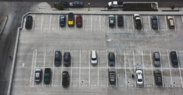 вид на паркинг