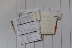 документы на белом фоне