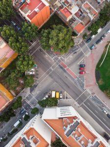 вид с высоты на улицу Барселоны