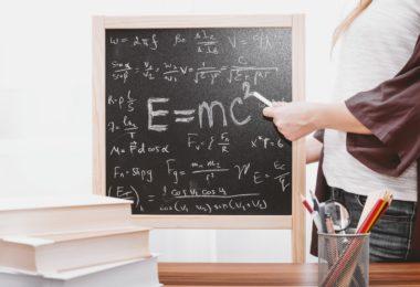 математические формулы написанные мелом на доске