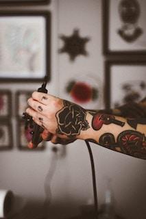 татуированная рука