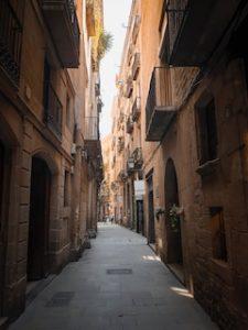 узкая каменная улица