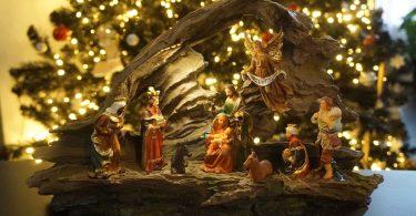 рождественский вертеп с фигурками Королей Магов