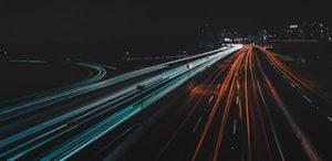 огни на автомагистрали