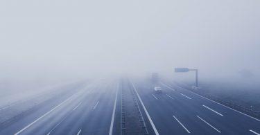 туман над дорогой