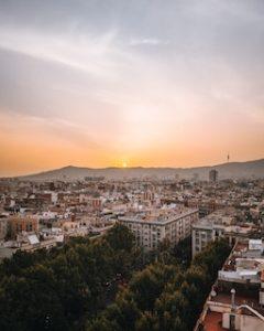 вид на город при закате