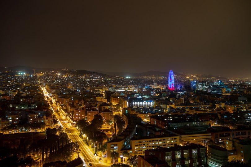 ночная Барселона с высоты птичьего полета