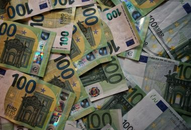 купюры номиналом 100 евро