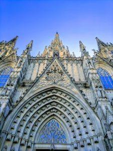 фасад Кафедрального собора в Барселоне