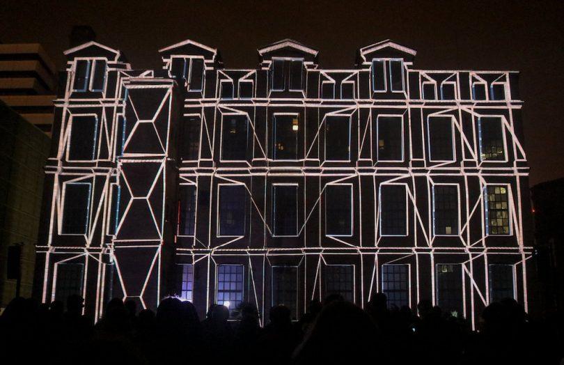 световая проекция на здании