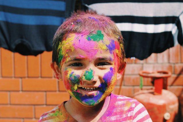 лицо мальчика в разных красках