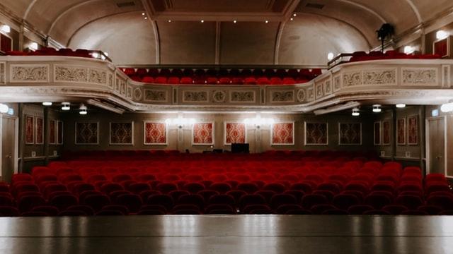 помещения театра со сцены
