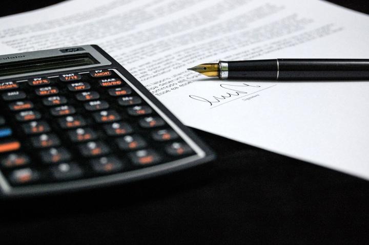 бумага, калькулятор и ручка